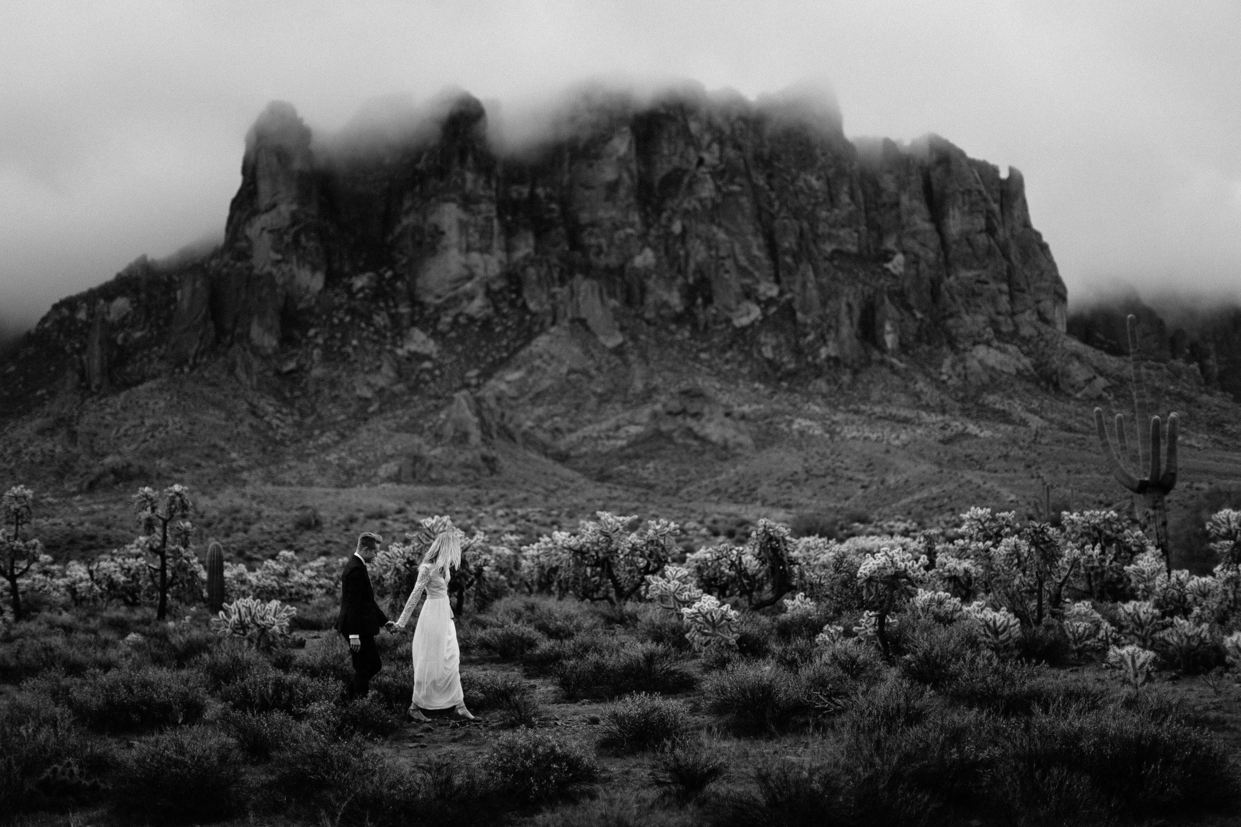 phoenix-mesa-elopement-wedding-photographer-lost-dutchman-state-park-superstitious-mountains-29.jpg