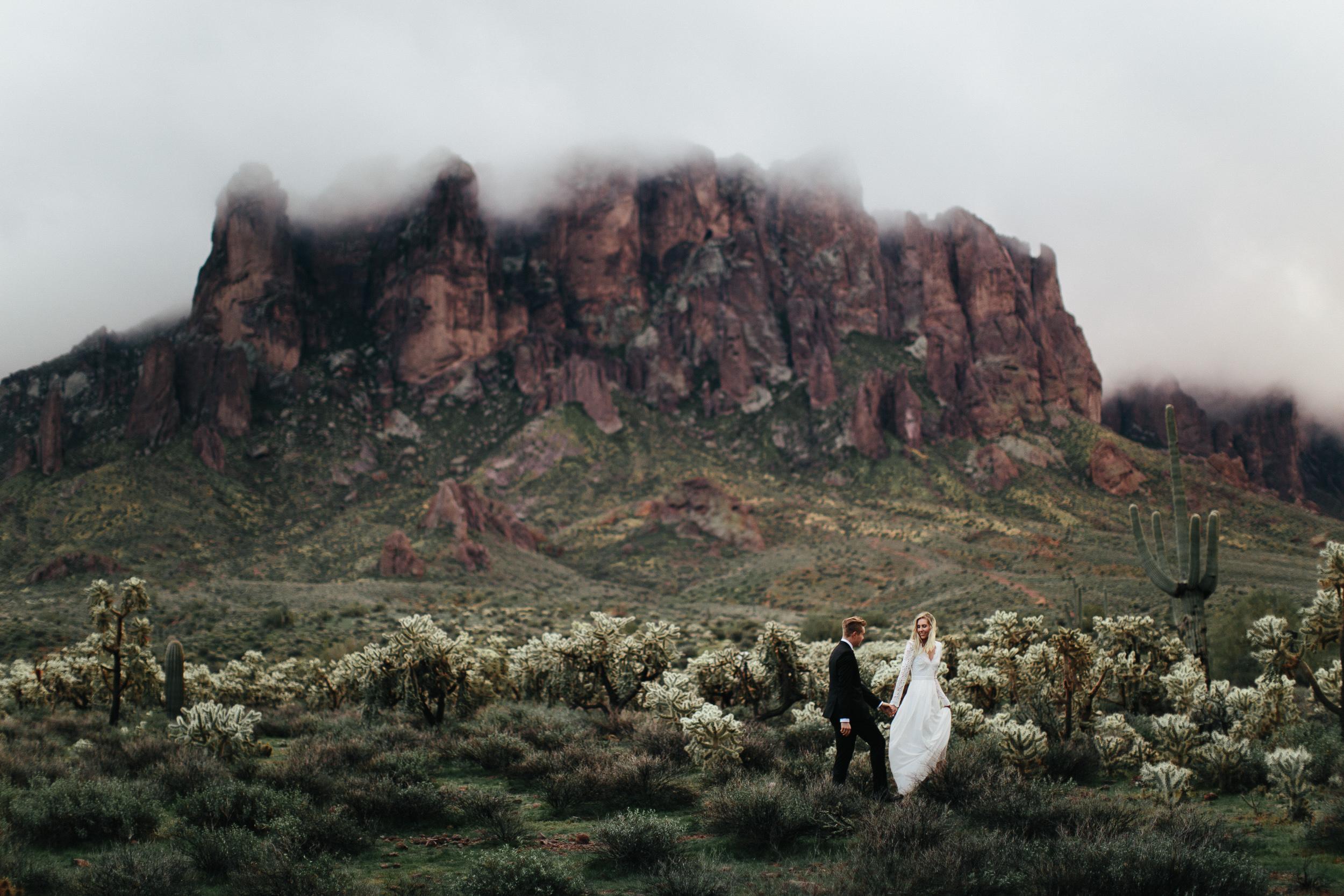 phoenix-mesa-elopement-wedding-photographer-lost-dutchman-state-park-superstitious-mountains-30.jpg