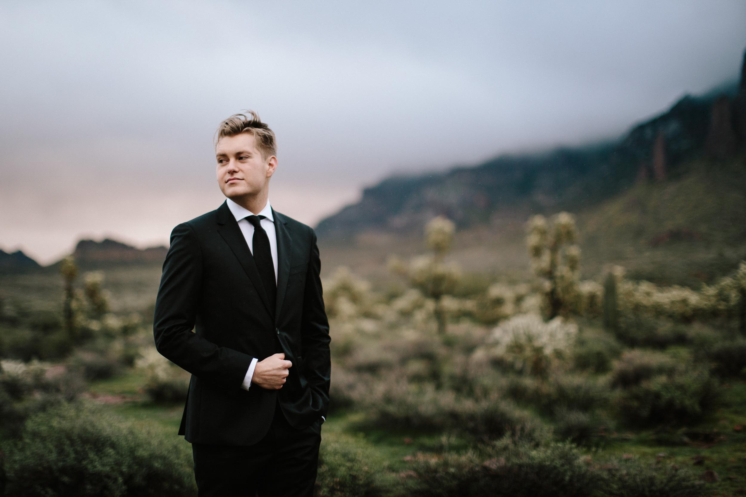 phoenix-mesa-elopement-wedding-photographer-lost-dutchman-state-park-superstitious-mountains-36.jpg