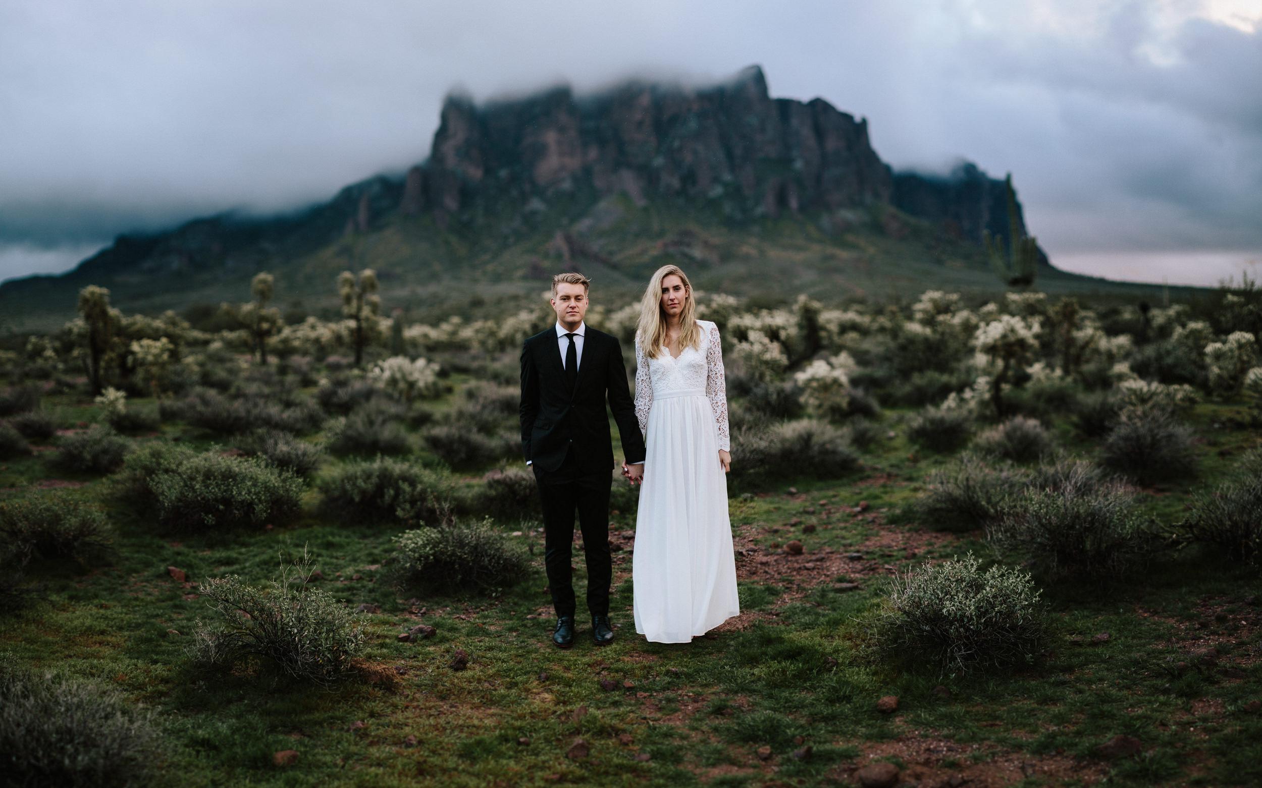 phoenix-mesa-elopement-wedding-photographer-lost-dutchman-state-park-superstitious-mountains-45.jpg