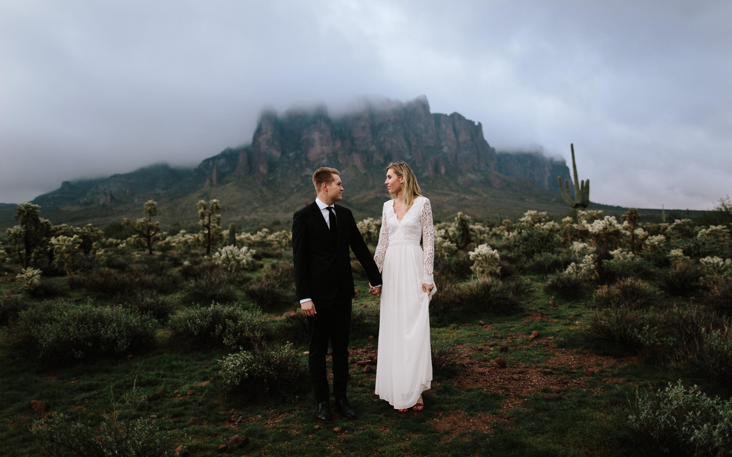 phoenix-mesa-elopement-wedding-photographer-lost-dutchman-state-park-superstitious-mountains-15.jpg