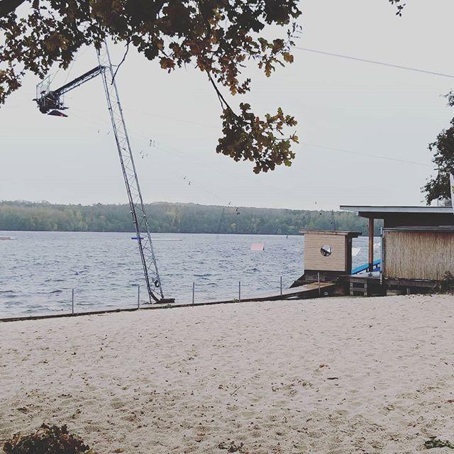 Warum wir mitten im Winter an diesem See waren und ob wir tatsächlich in das eiskalte Wasser gesprungen sind, erfahrt ihr am Dienstag um 20:15 auf @prosieben bei @dasdingdesjahres!  Nur noch 2 Tage... #dasdingdesjahres #prosieben #topfbein #bleibtreusee