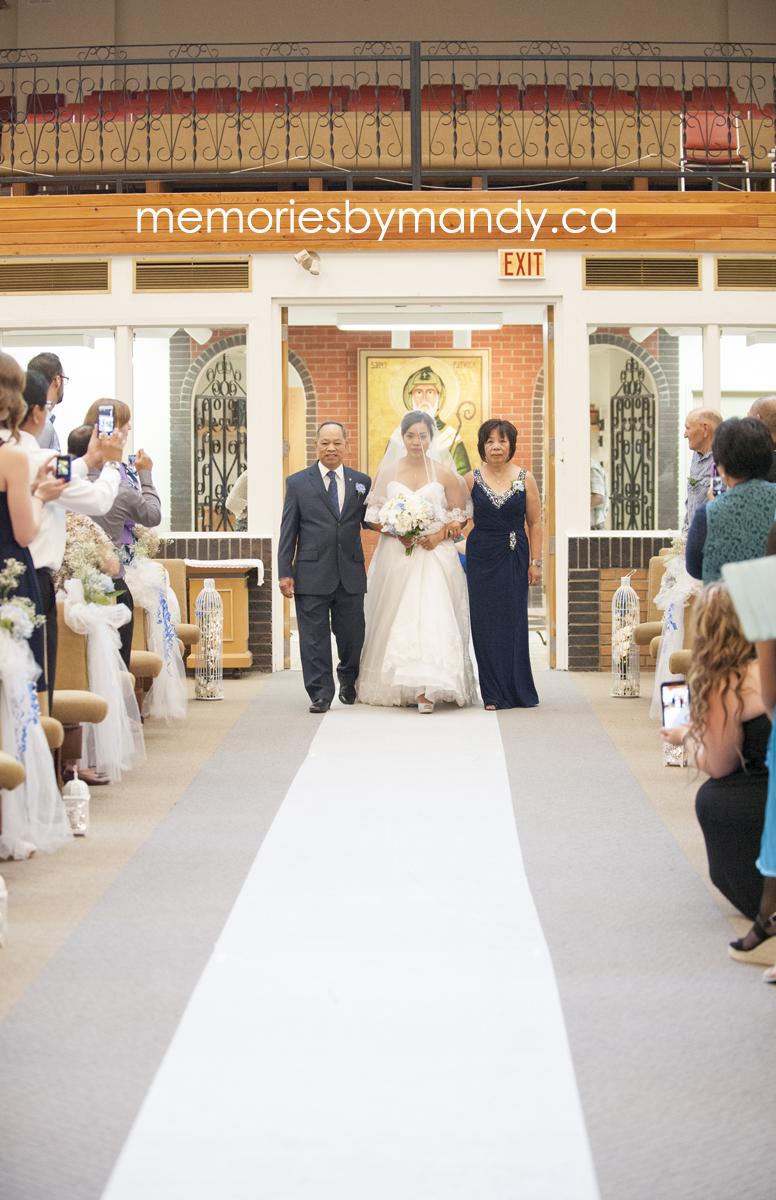 Saskatoon wedding photographer (37).jpg