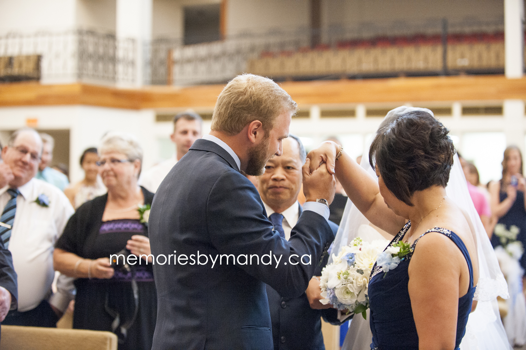 Saskatoon wedding photographer (38).jpg