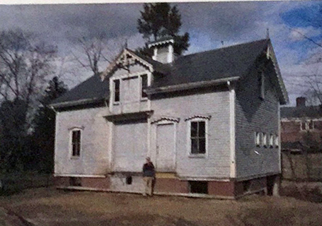 Photo of carriage house before renovation.