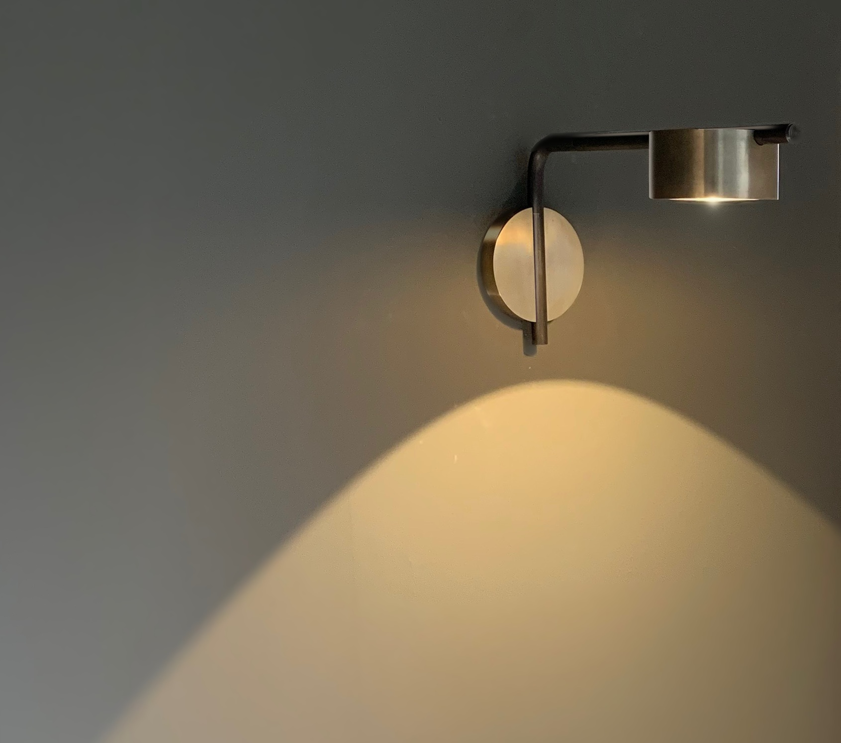 PUCK wall lamp - Bronze version