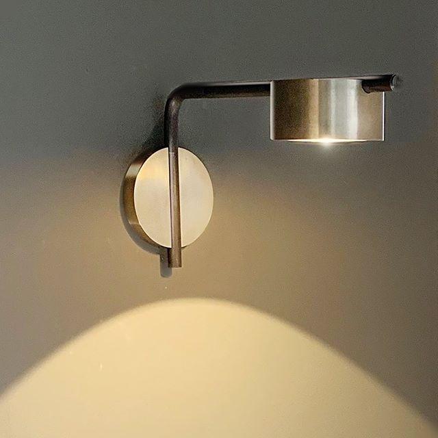 PUCK in solid Bronze #solidbronze #bronze #walllamp #walllamps #puck #hotelstyle #restaurantstyle #ledlights  #readinglight