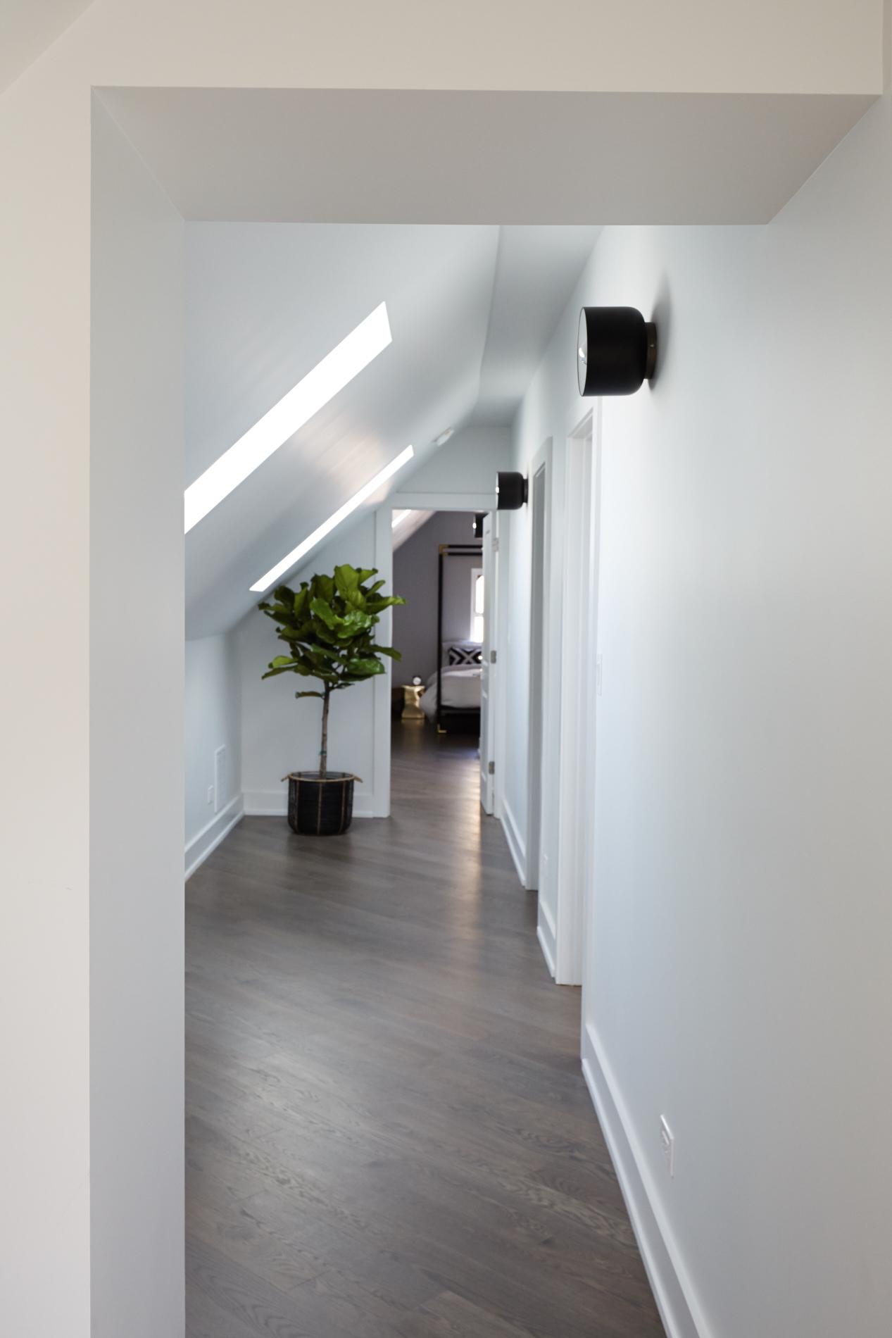Diversey_Hallway_Floor_2_3489.jpg
