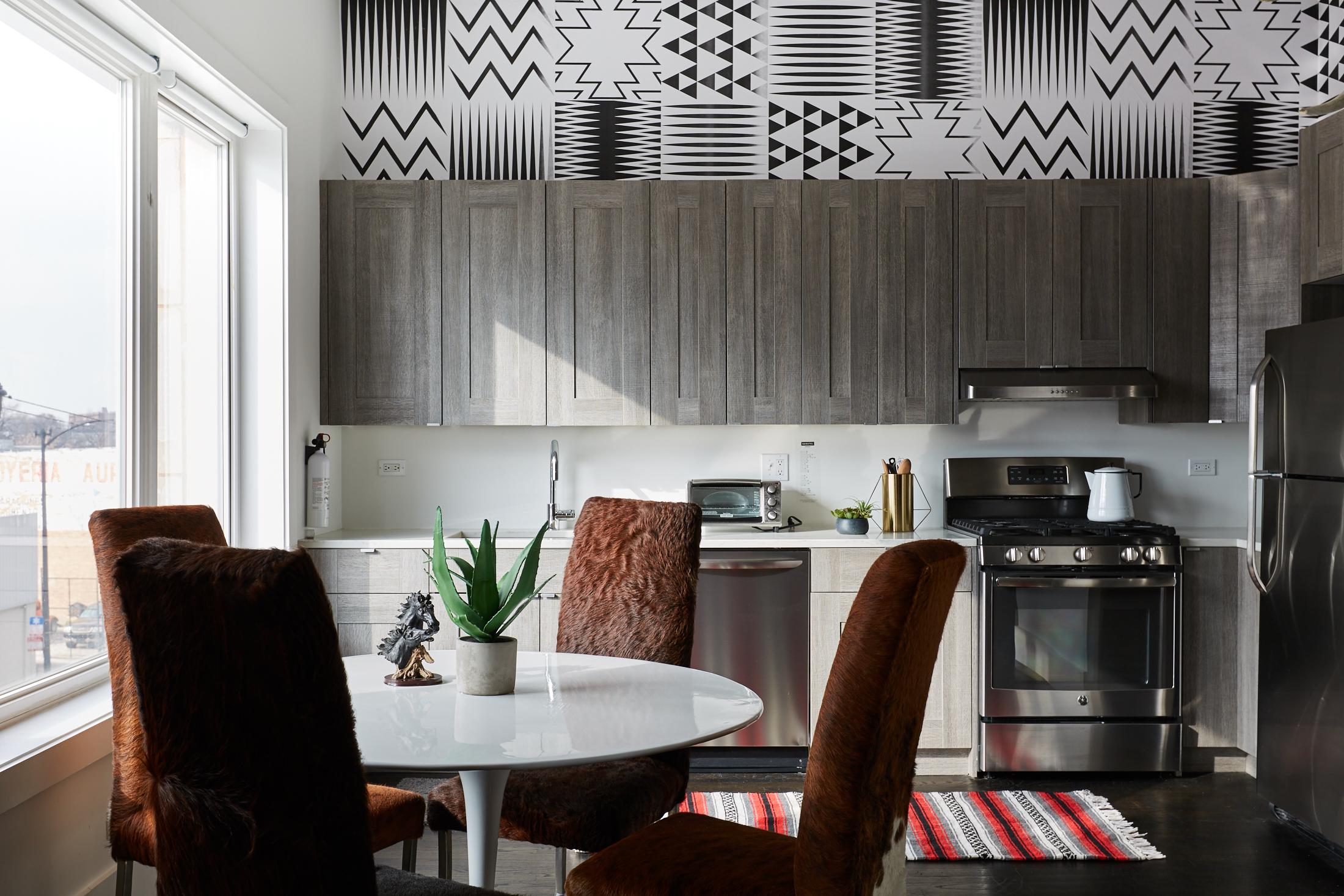 El_Motel_Kitchen_Dining_885.jpg