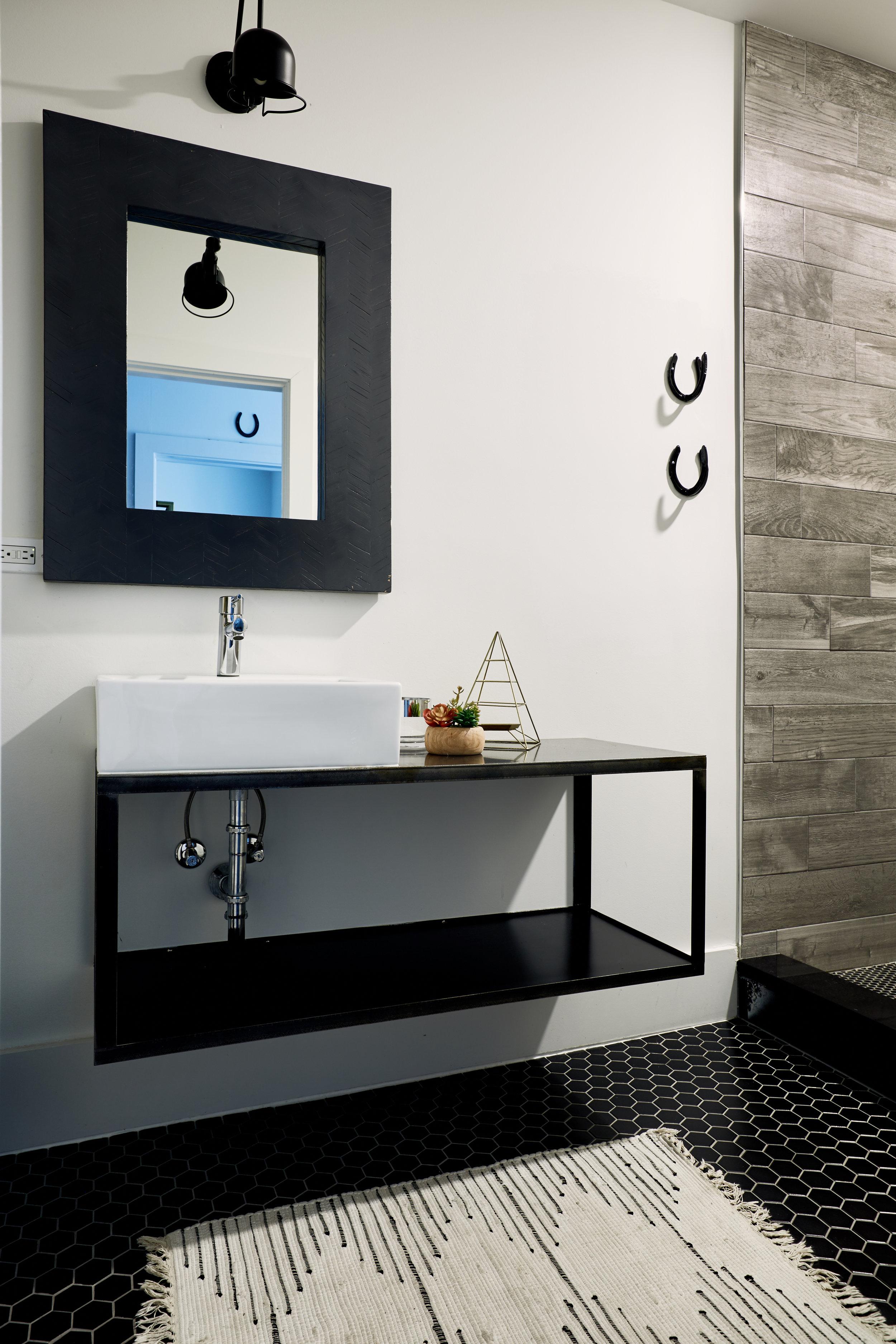 El_Motel_Bathroom_895.jpg