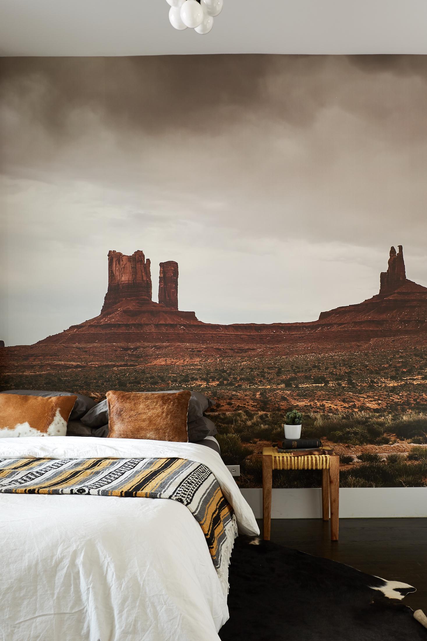 El_Motel_Bedroom_738_cropped.jpg