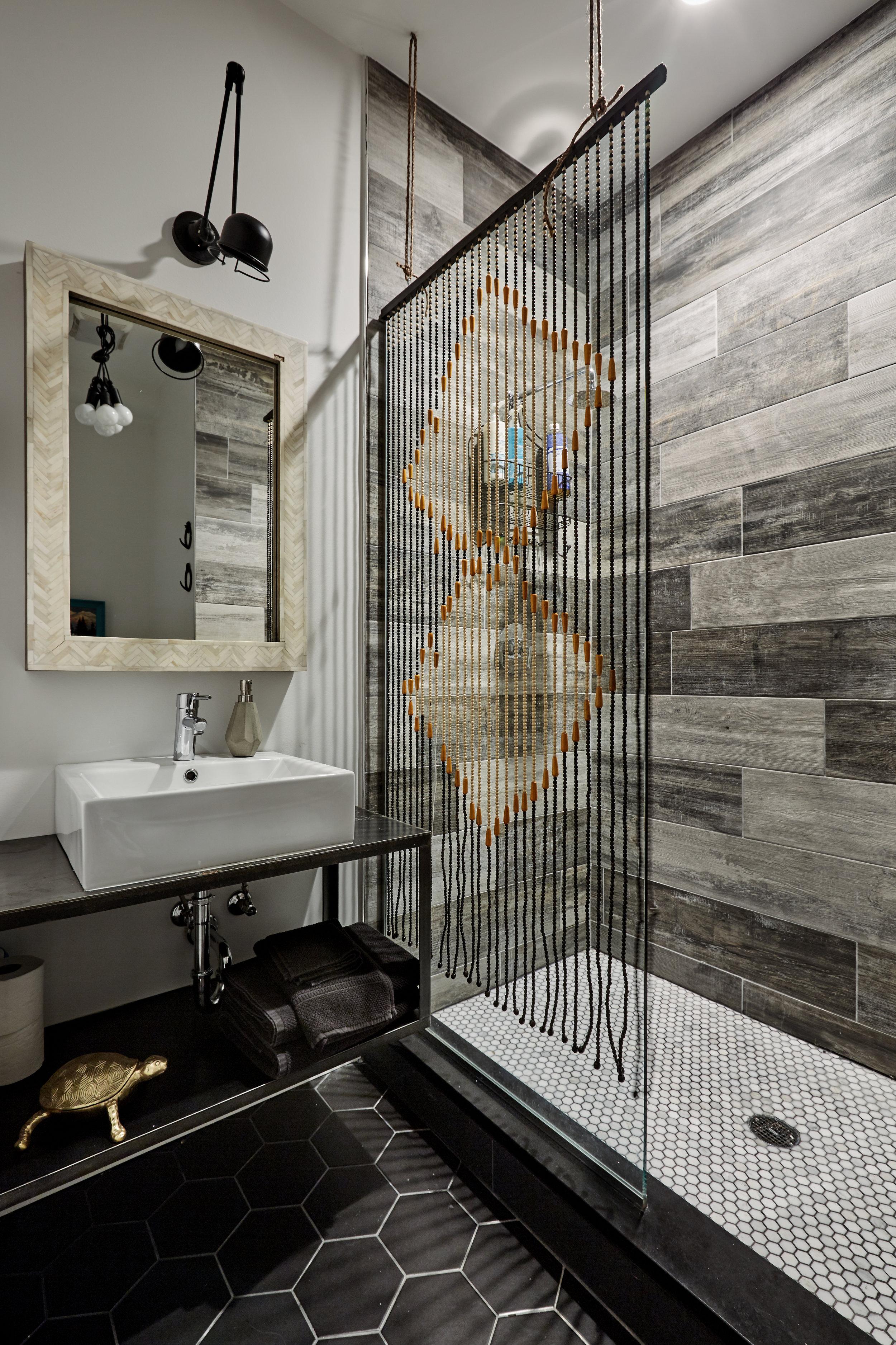 El_Motel_Bathroom_899.jpg