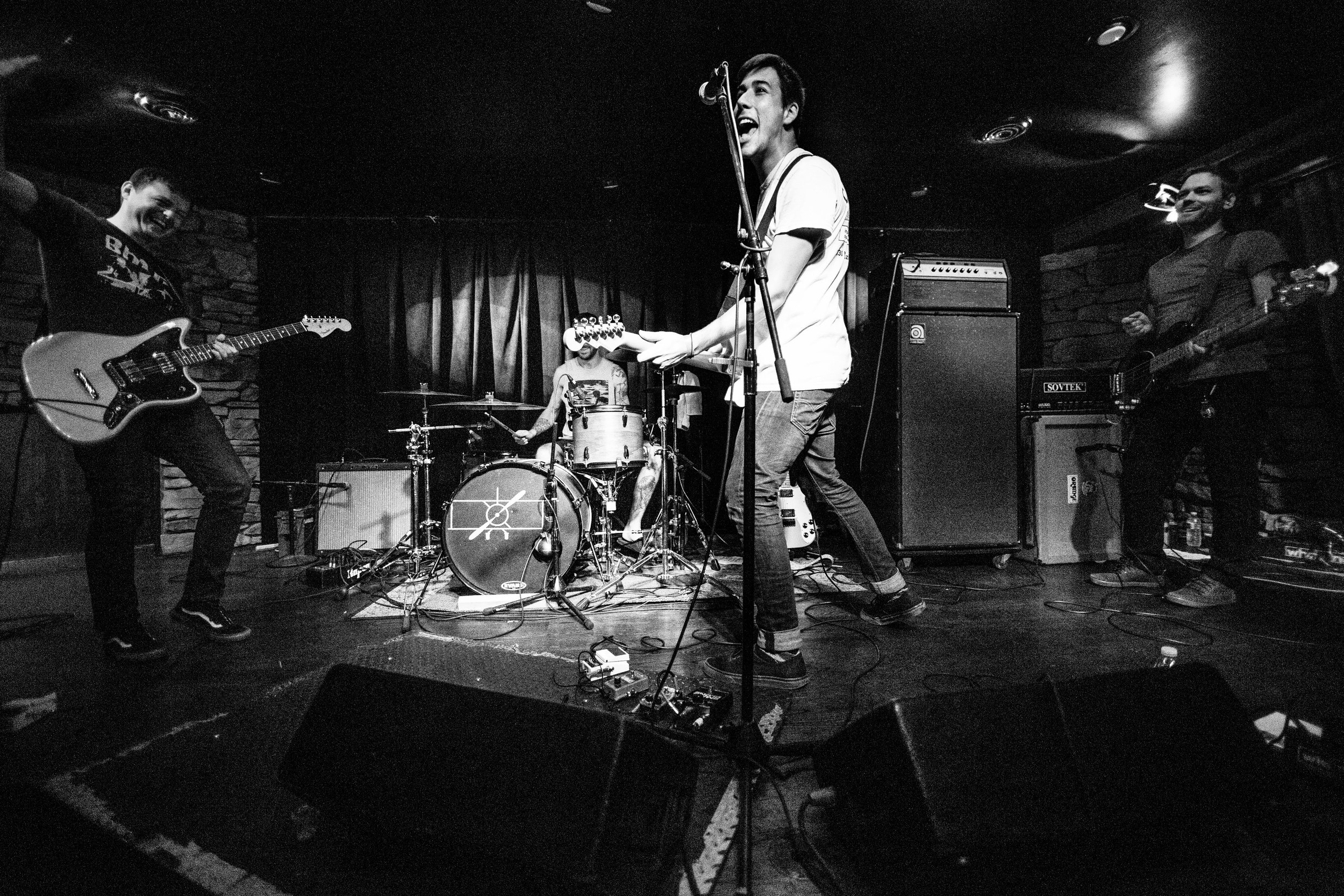 Signals Midwest perform at The Cobra Lounge in Chicago, Illinois, October 7, 2016.