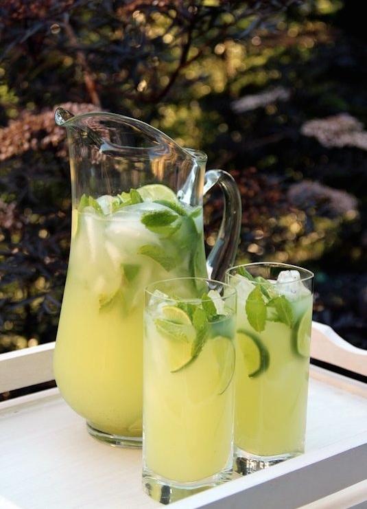 Vodka Mint Lemonade (Laylita)