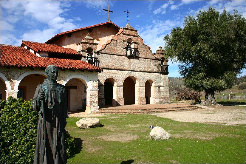 Mission_San_Antonio_de_Padua_modern.jpg