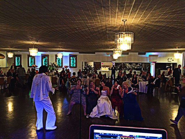 Elvis made a surprise visit to my wedding this past Saturday #elvisisinthebuilding