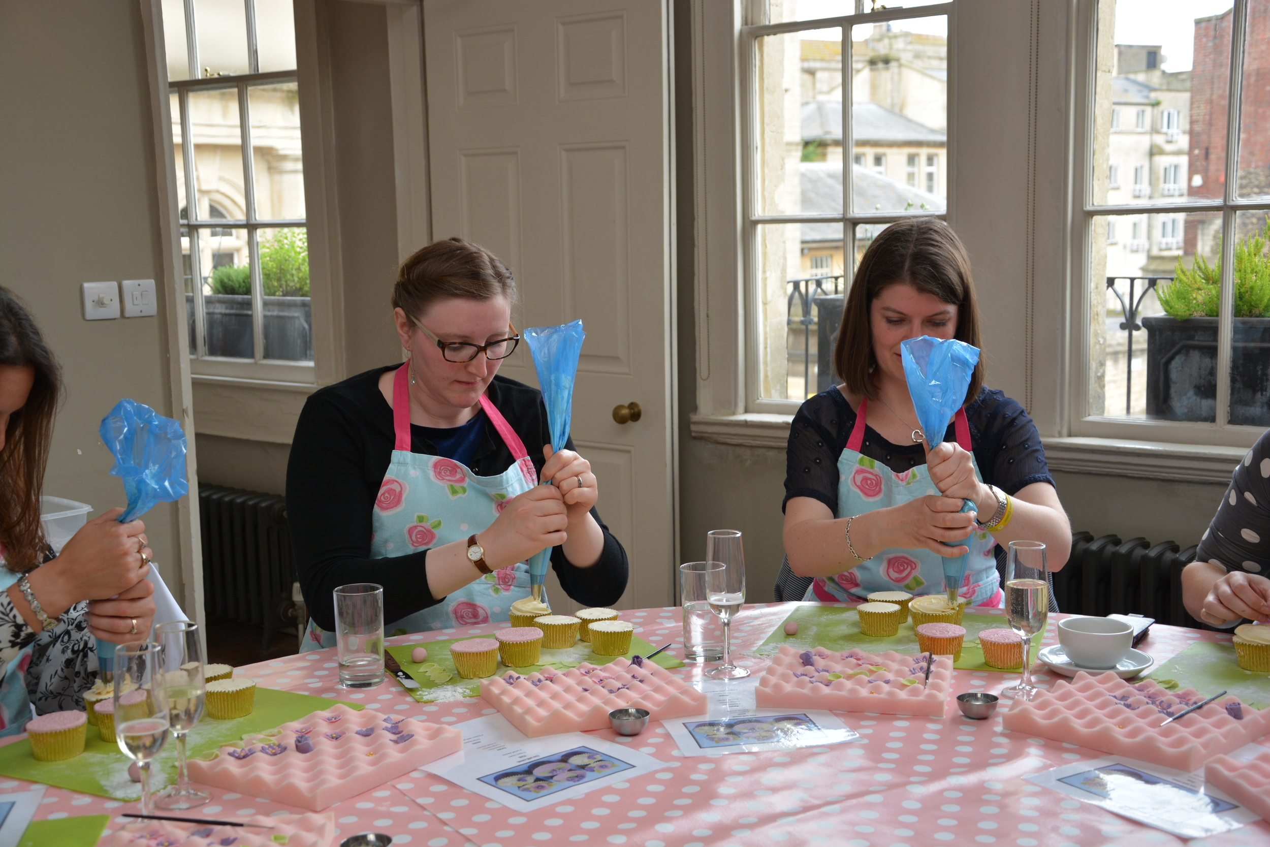 Cake Decorating Cupcakes Bath hen party