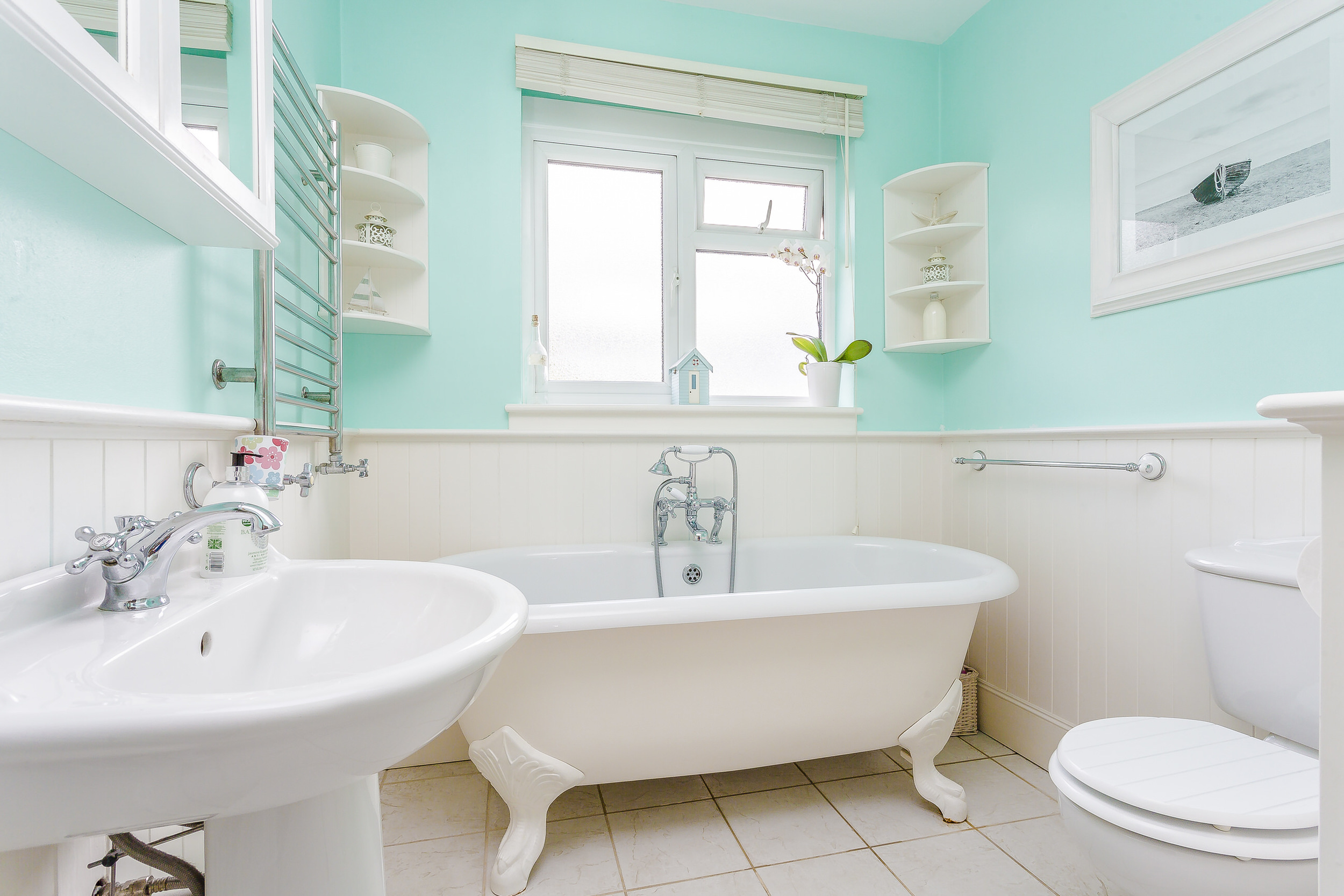 Nobody likes to see a well used bathroom, unless its fresh & clean
