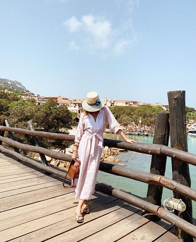 In Porto Cervo with @giorginaclavarino and the Market Dress in pale pink and tobacco linen stripe #wiggykit