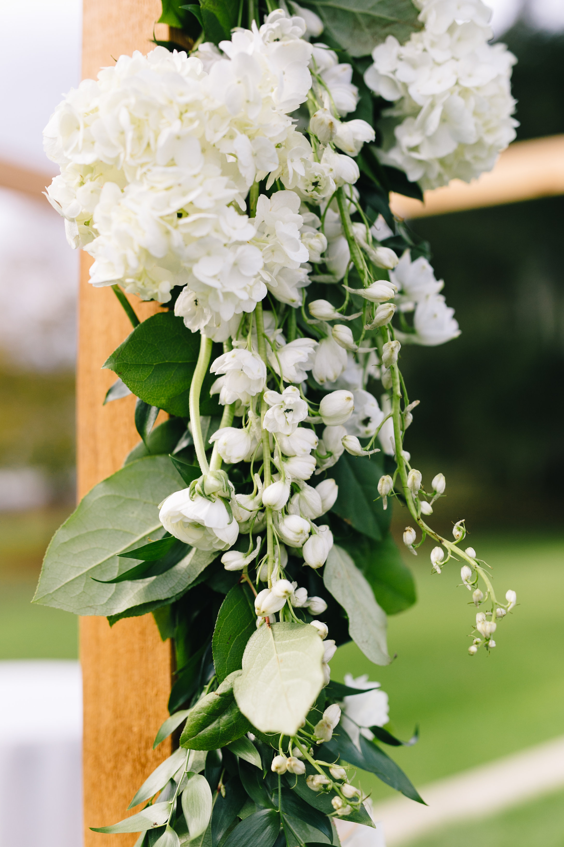 Ivory hydrangea aisle florals