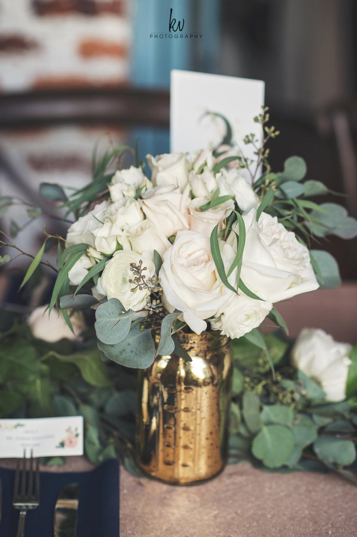 Gold vases full of ivory and blush roses