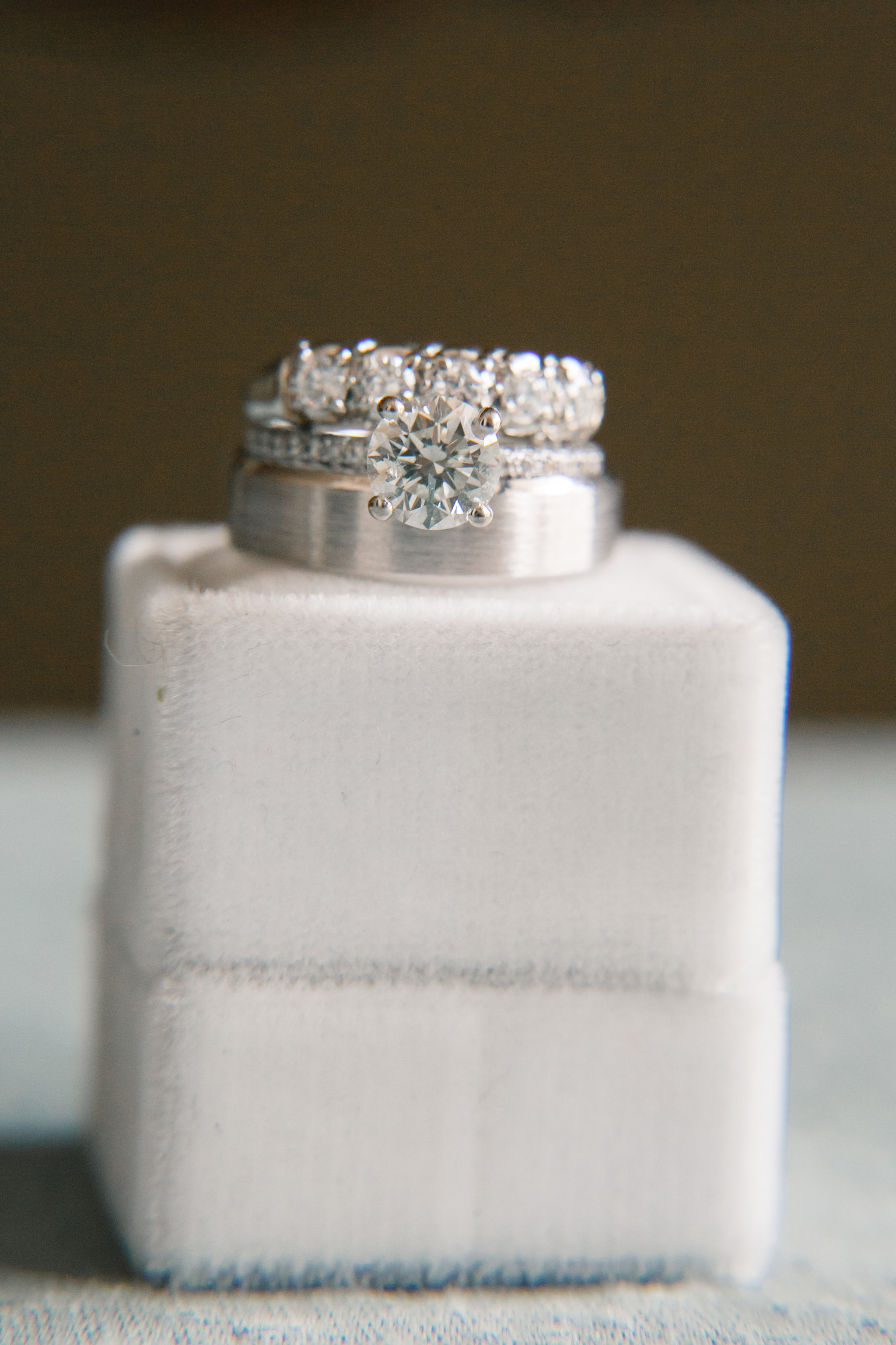 Solitaire diamond engagement ring with wedding bands
