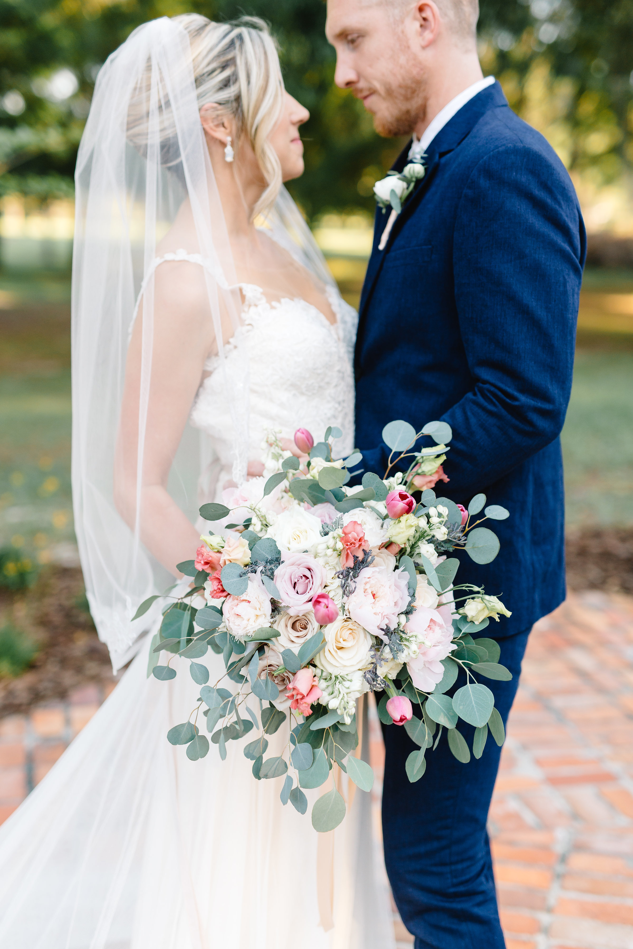 Bride & groom with bouquet by Bluegrass Chic