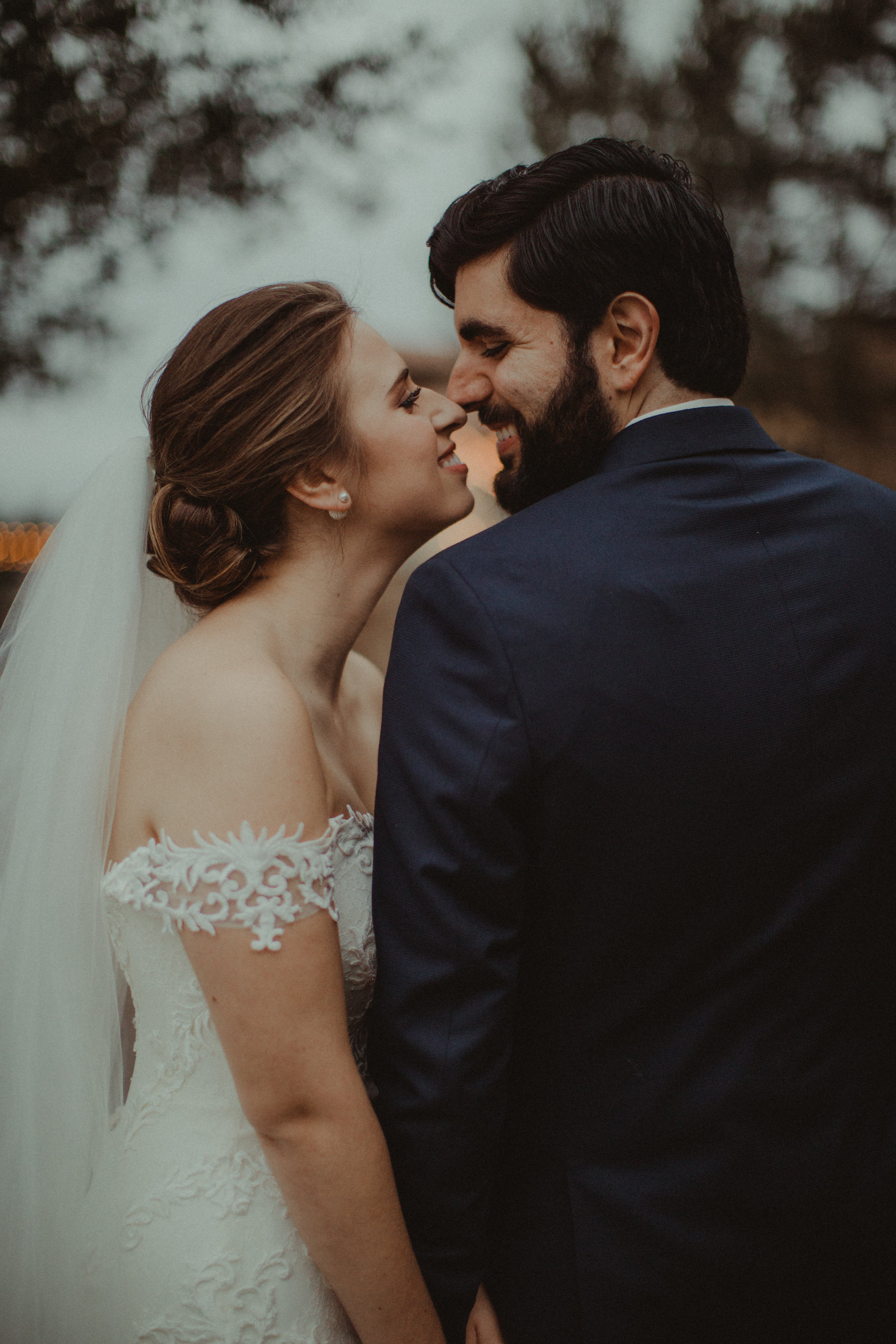 Sweet kisses from the Newlyweds