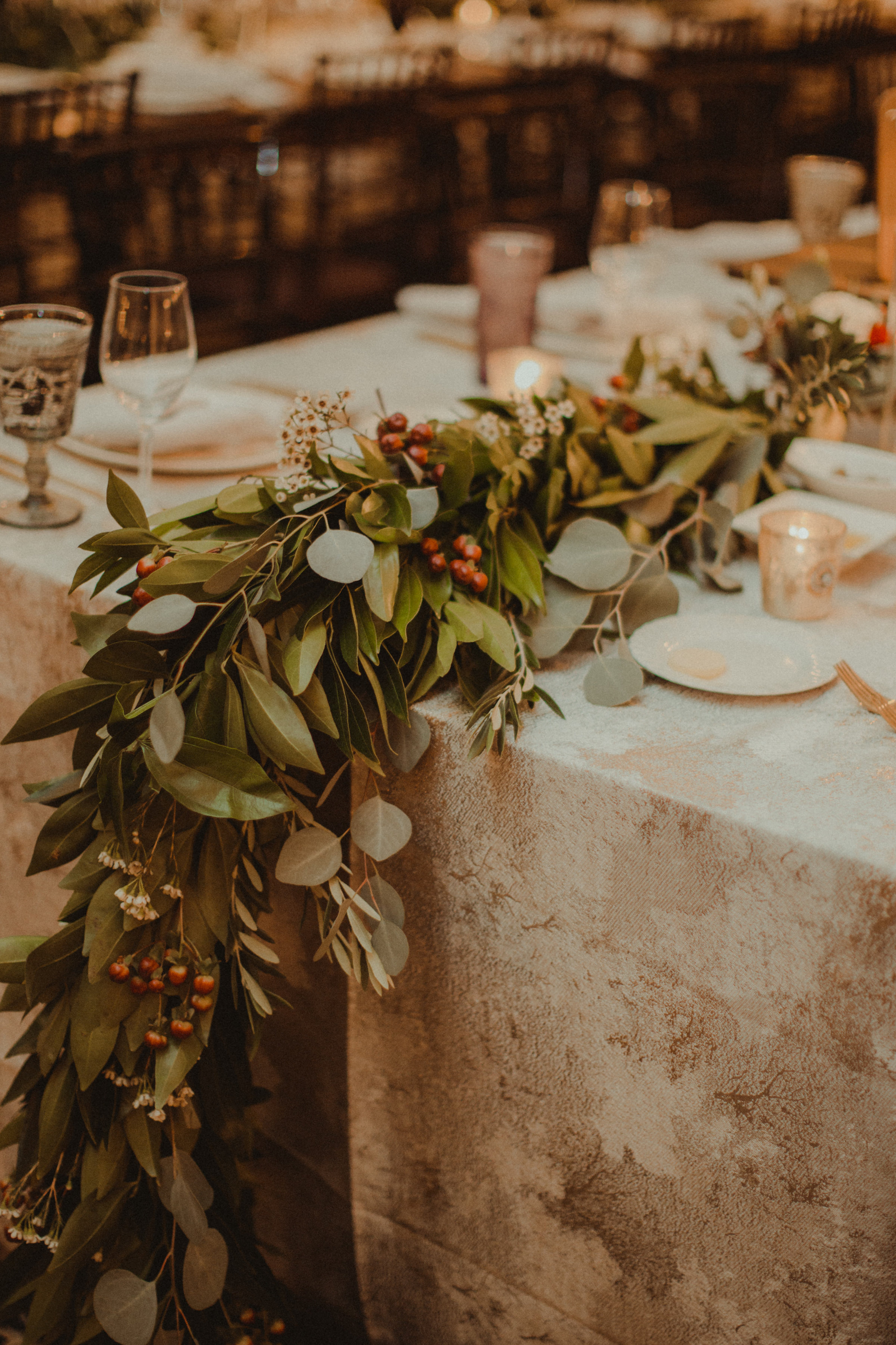 Garland table runners with red berries