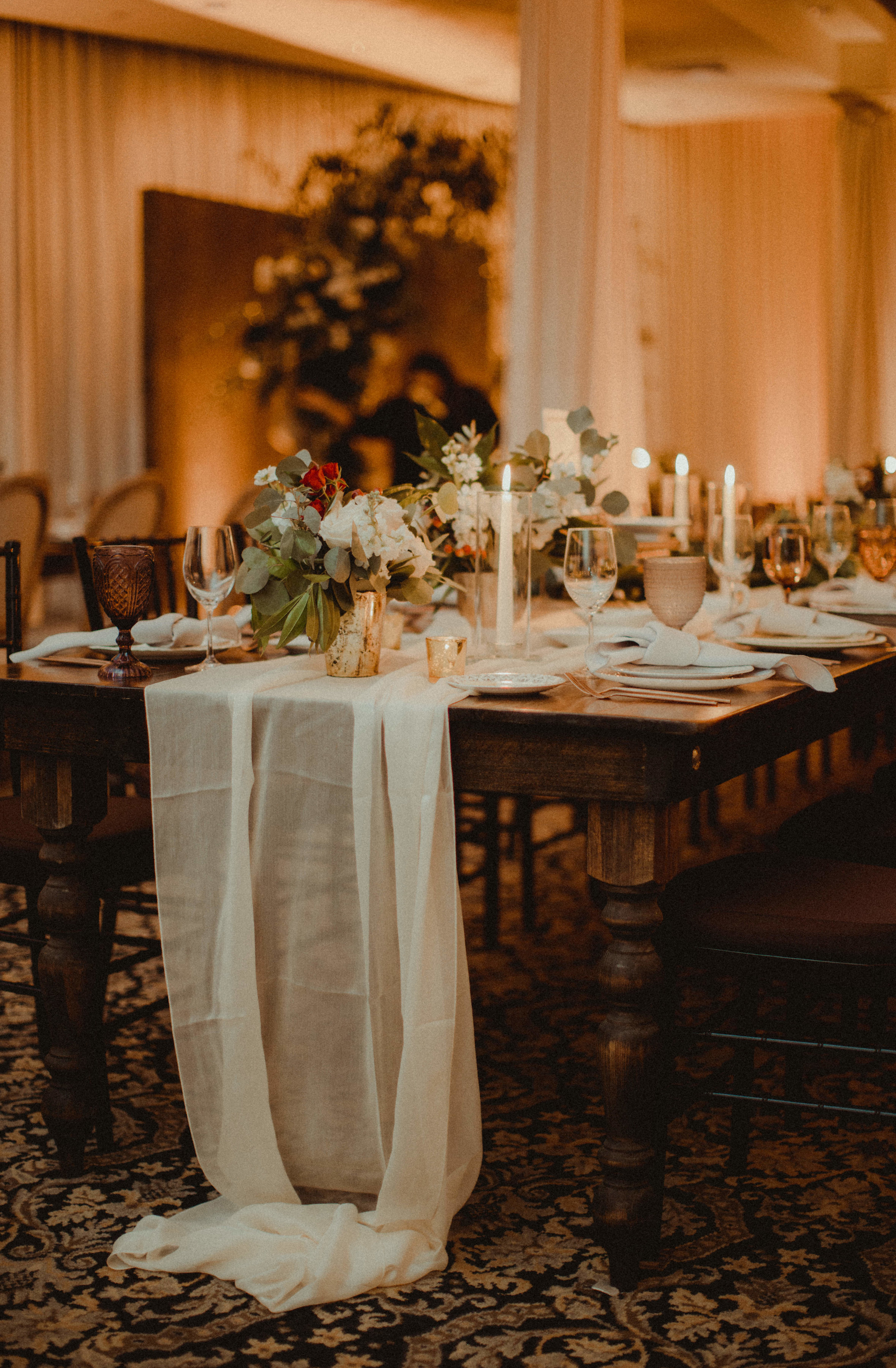 Bridal Party Kings Table with Linen Table Runners