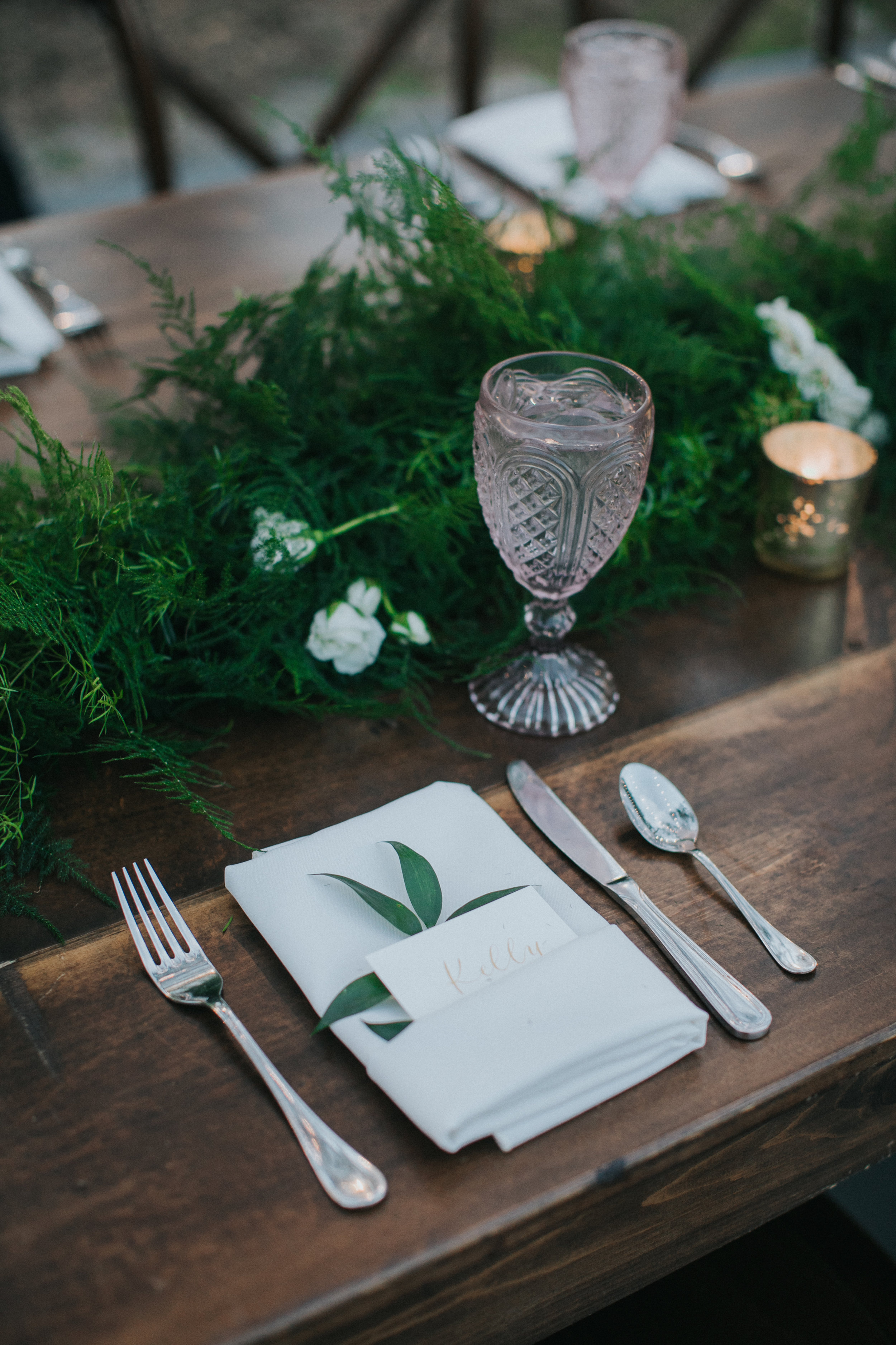Reception place setting with pocket fold linen napkin