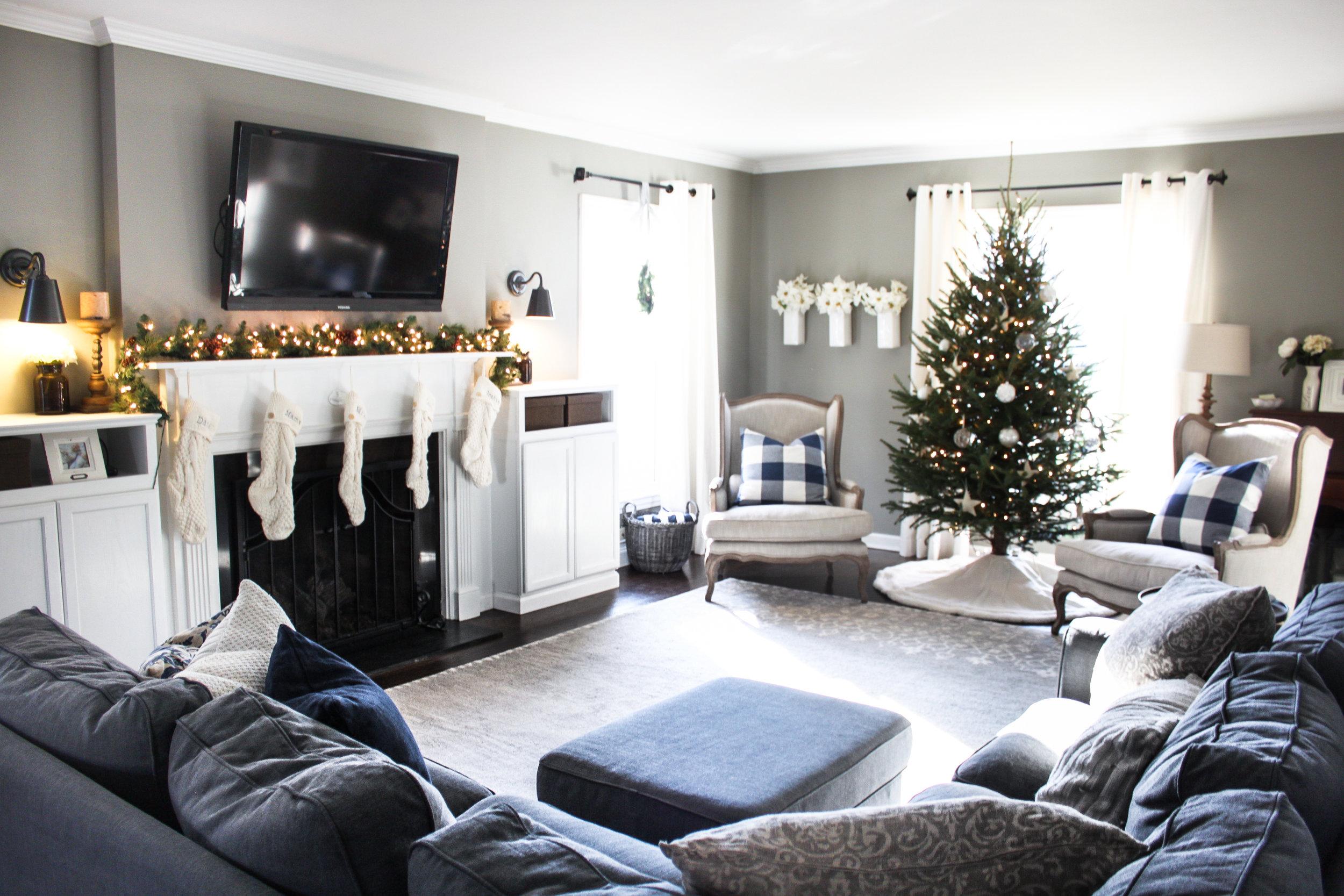 bluegraychristmasfamilyroom.jpg