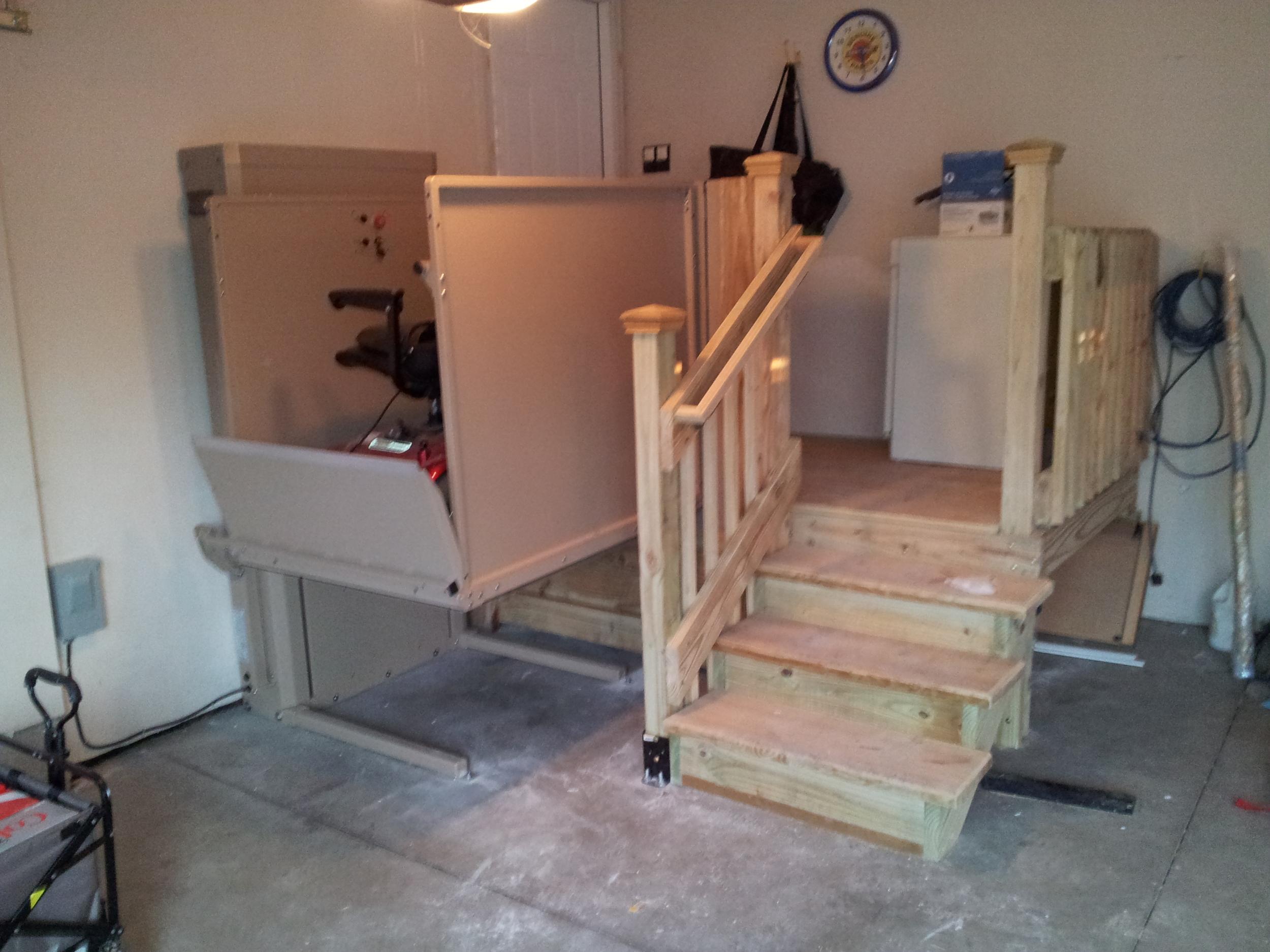 Vertical Platform Lift and Deck