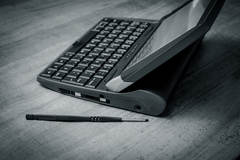 Pen-length stylus has triangular cross-section