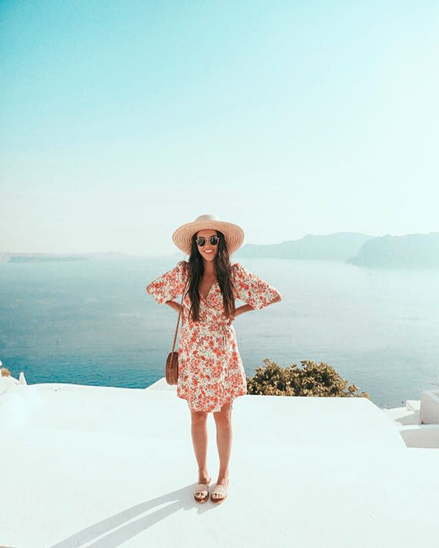 Santorini ✨ #TravelwithNiaD . . . . . . . . . . . #lifestyleblog #motherhood #tampablogger #womensfashion #styleinspo #style #styleblog #ootd #streetstyle #stylish #Floridablogger #hiddentampa #tampafoodie #fashionaddict #styleblogger #personalblog #styleinspiration #fashiongram #inspiration #lifestyle #travel #summertravels #fashionblogger #photooftheday #greece #santorini