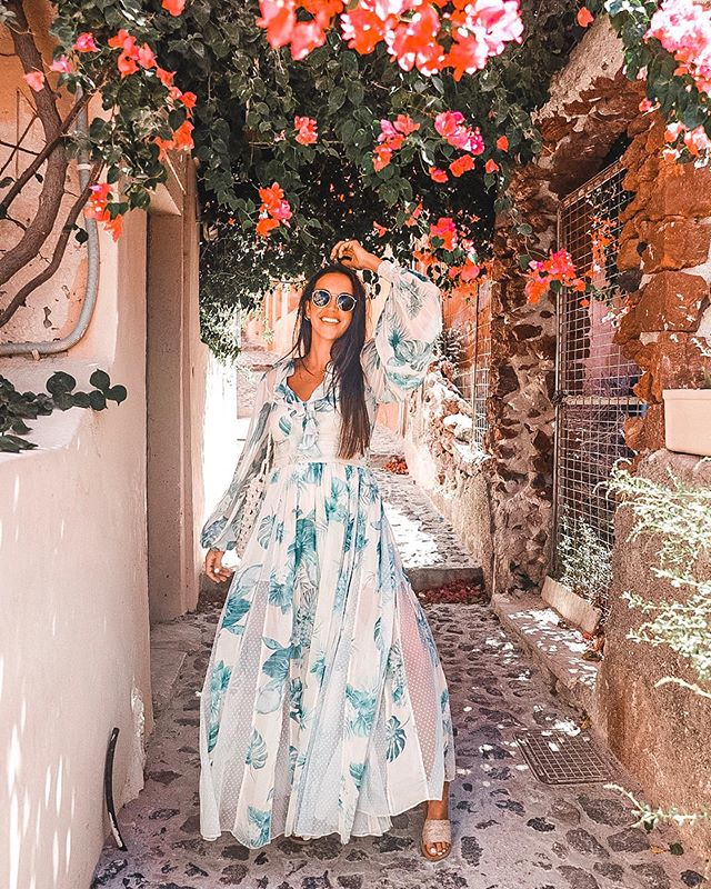 Last day dancing through the dreamy alleys of Santorini in @rococosand_  #TravelwithNiaD . . . . . . . . . . . #lifestyleblog #motherhood #tampablogger #womensfashion #styleinspo #style #styleblog #ootd #streetstyle #stylish #Floridablogger #hiddentampa #tampafoodie #fashionaddict #styleblogger #personalblog #styleinspiration #santorisecrets #inspiration #lifestyle #travel #summertravels #fashionblogger #rococosand #greece #santorini