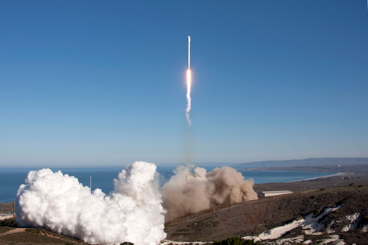 SpaceX Falcon 9 liftoff at Vandenburg. Credit: SpaceX.