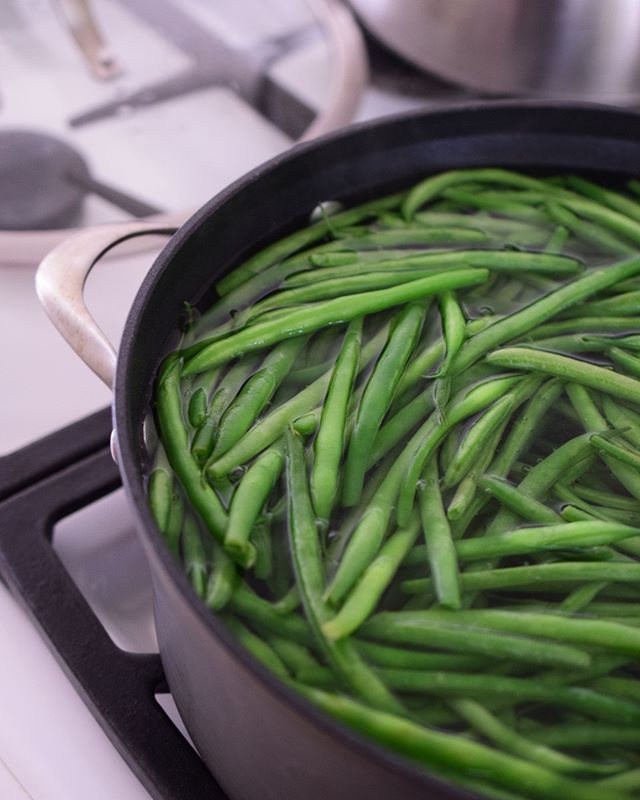 Green beans...who knew they could be so pretty🤔⁣ .⁣ .⁣ .⁣ #blanchin #greenbeans #beautyinfood #foodporn #greenbeans #beans #springtimecooking #veggies #⁣ #foodphotography #simplystyled #thetabletogether #healthycooking #rawfood #feedfeed #food52