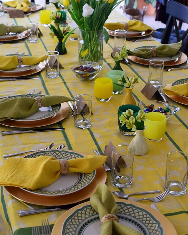 Happy Easter from my tablescape to yours! 🐰⁣ .⁣ .⁣ .⁣ #easterdinner #eastersupper #easter #tablescape #easterspread #easter2019 ⁣ #showstopping #tradhometable #smploves #bhgcelebrate #countrtlivingmag #tablesetting #tablescapes #placesetting #celebratehome #mybhg #bhgflowers #marthaflowers #marthaentertains #marthahome #celebrate #marthastewart #aroundthetable #tabletop