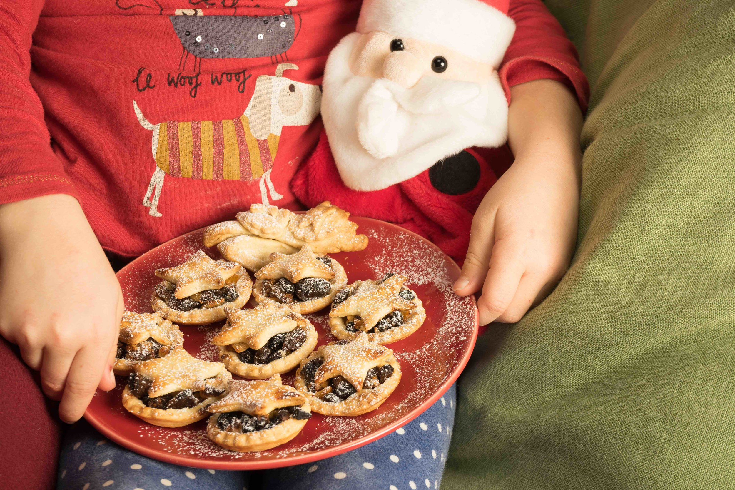 Chocolate & Apple Mince Pies - Tickle Fingers