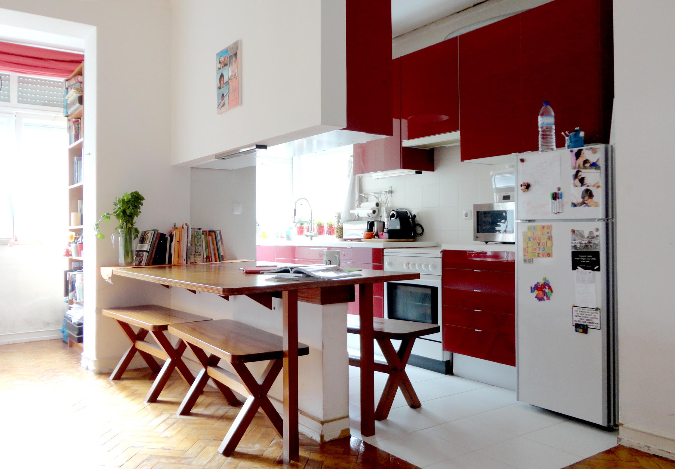 o vermelho para aguçar ainda mais o apetite a quem a acompanha nos jantares elaborados com comida boa que adora preparar para os seus