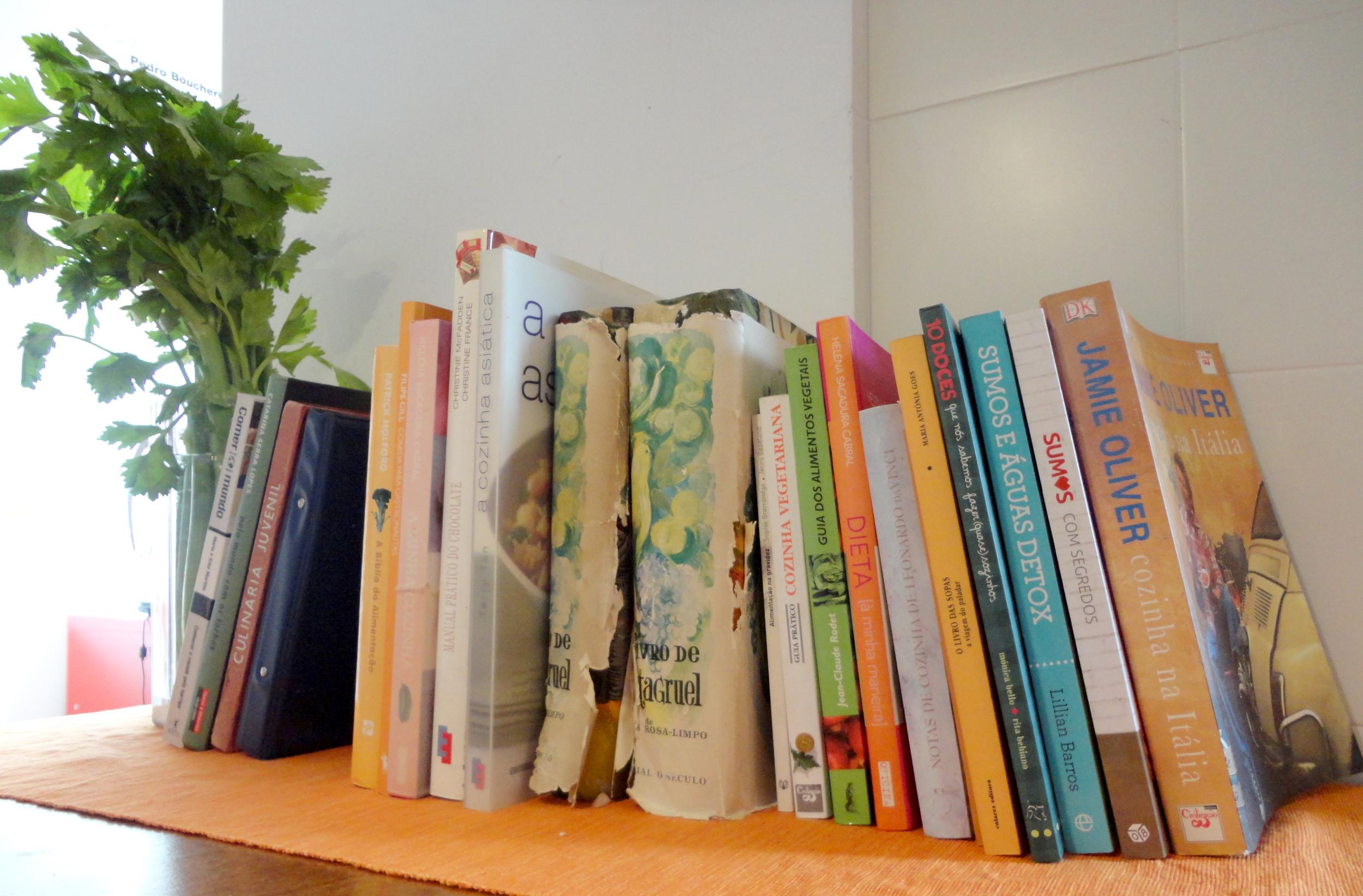 enquanto ela preparava um sumo daqueles, dizia-me orgulhosamente que tinha  os livros da Pantagruel  que pertenciam à sua avó. só me fez lembrar uma passagem no filme  Julie e Julia  sobre a fantástica Julia Child
