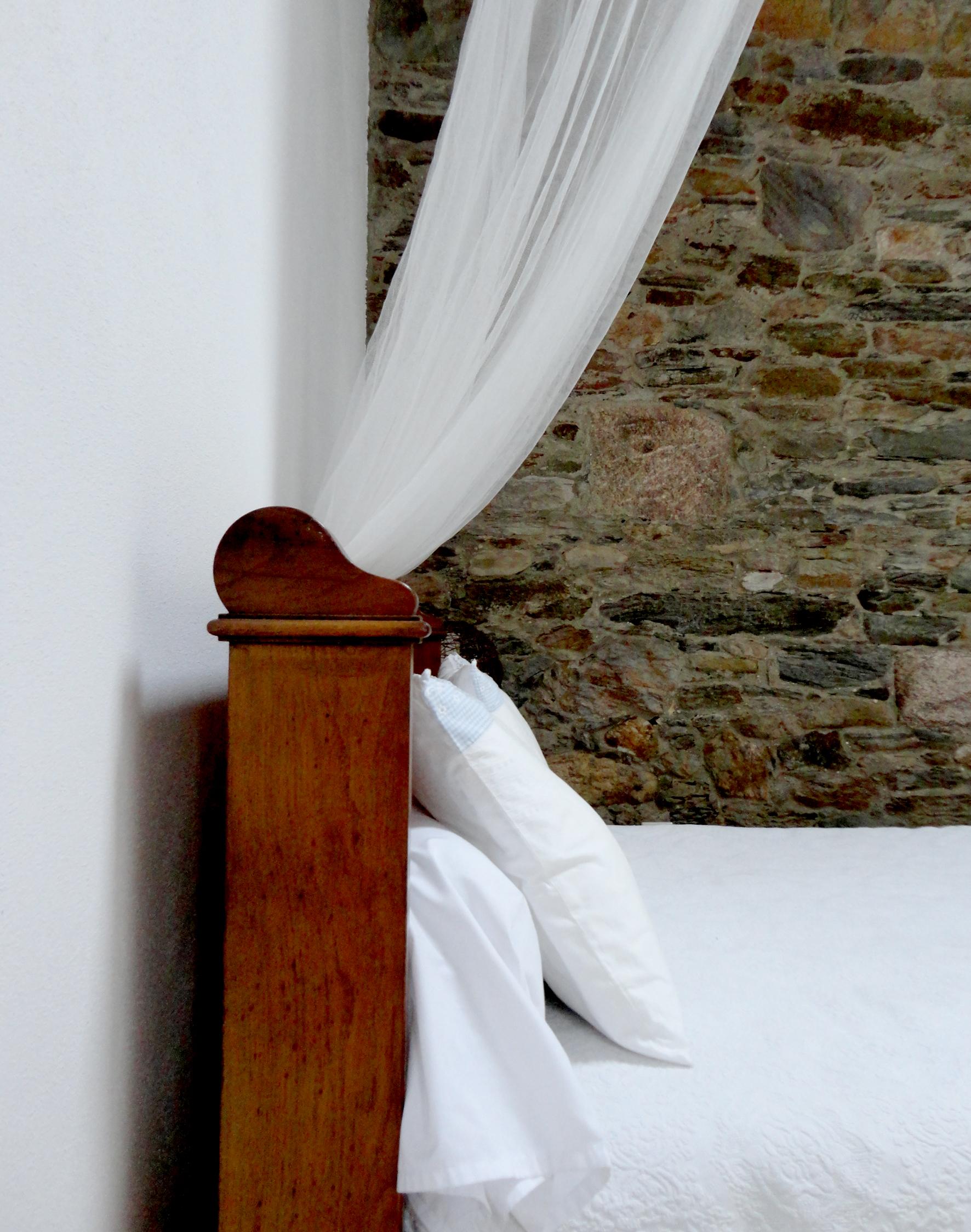 adorei a barra da cama - detalhada mas não exagerada.