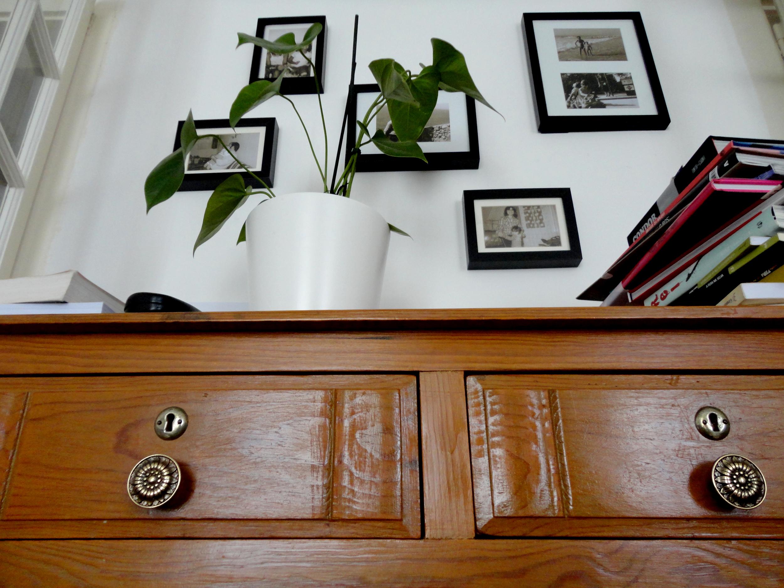 a cómoda, a primeira peça de mobiliário dos pais.