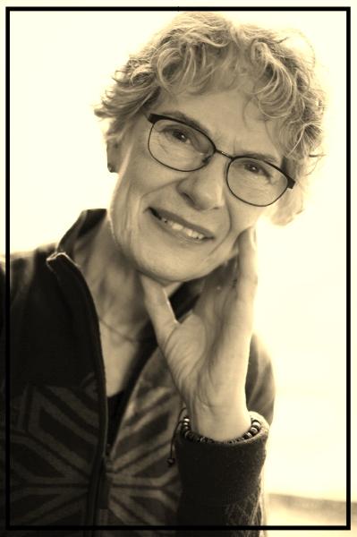 CAROLINE THOMAS Founder & Artistic Director