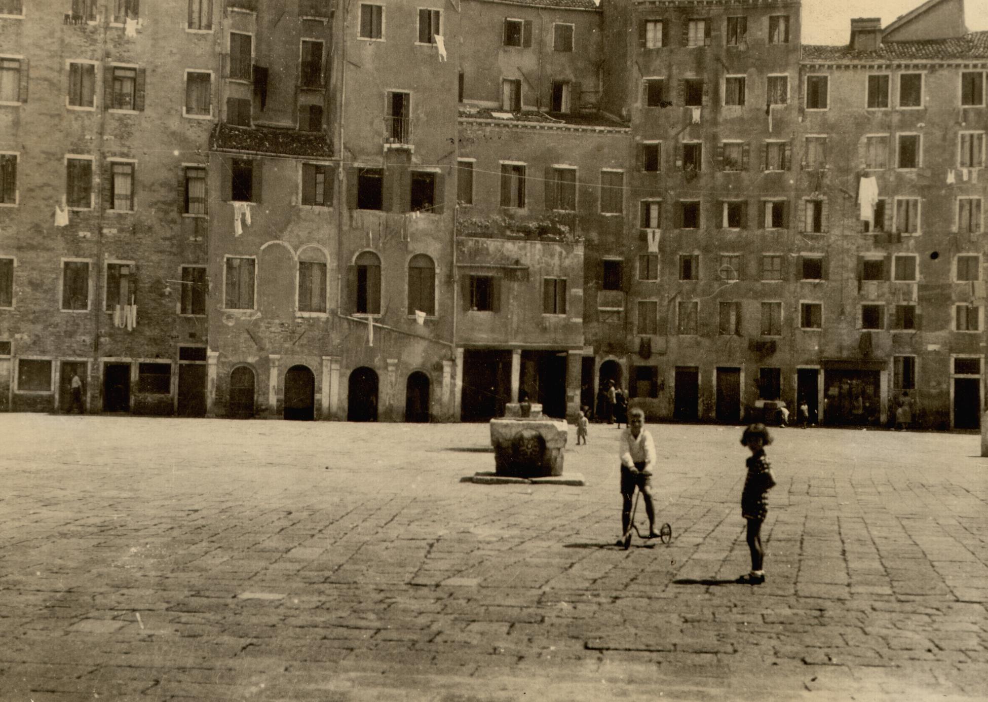 Venice - Munkacsi - ghetto.JPG