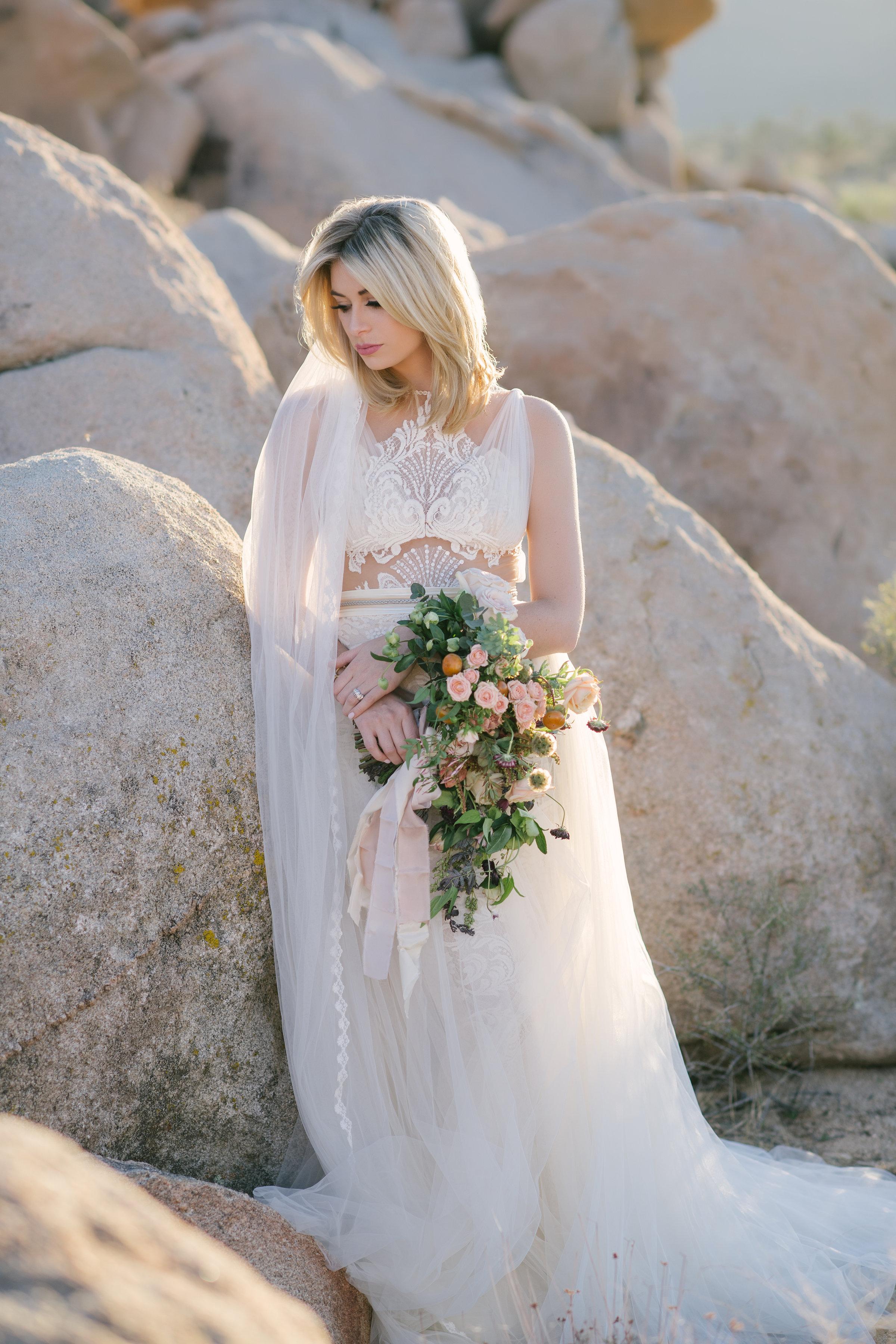 jessica-zimmerman-events-floral-event-design-flowers-florist-bridal-portraits-joshua-tree-california-desert-pictures-organic-bouquet-whitney-bower-sydnie-ross