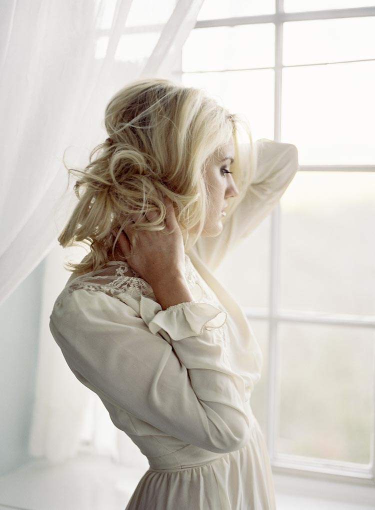 north_carolina_castle_bridal_portraits_florals_feminine_wedding_coordinator.jpg