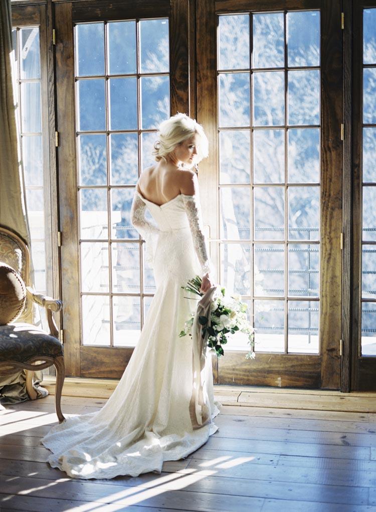 north_carolina_castle_bridal_portraits_florals.jpg