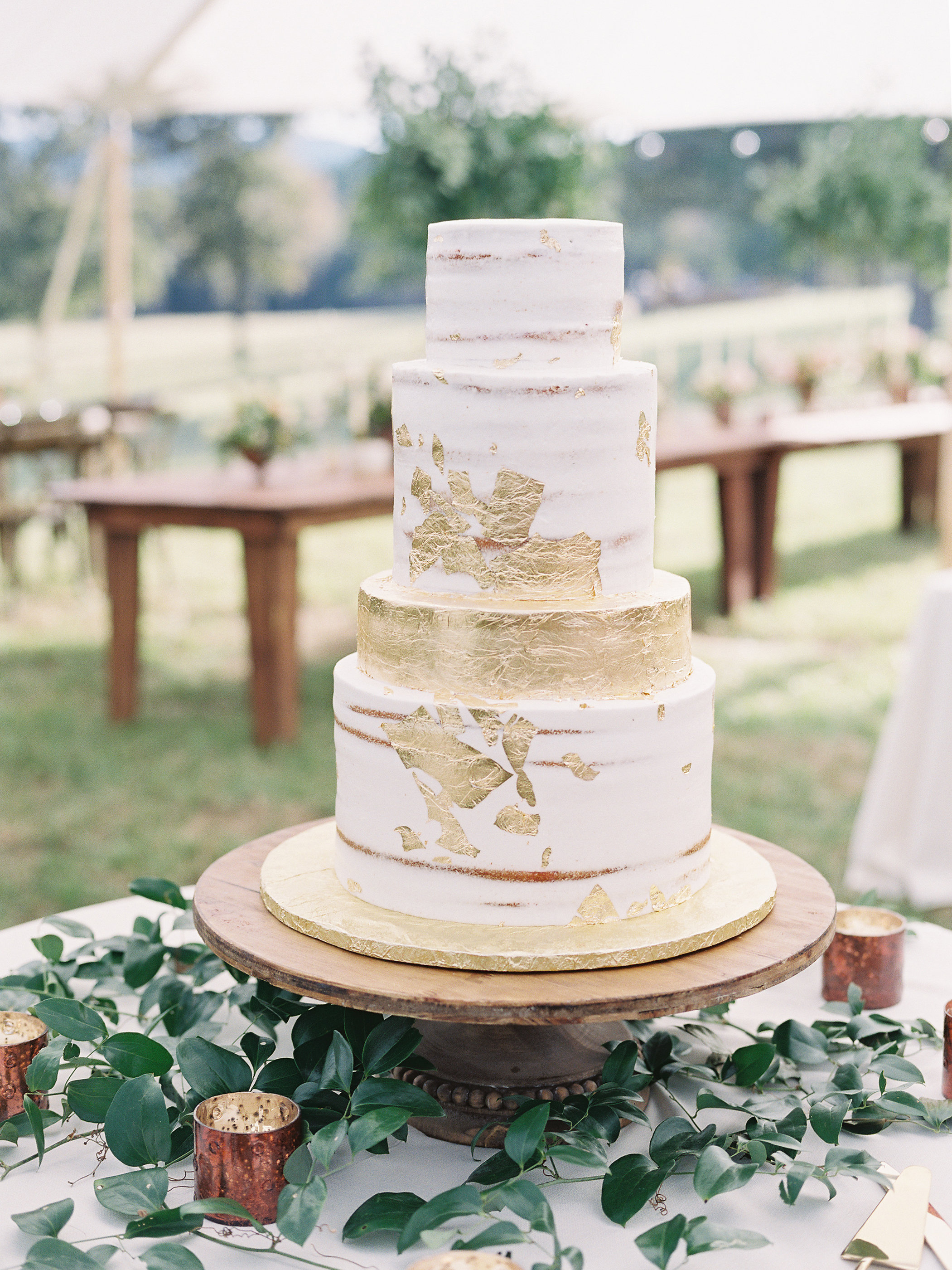 jessica-zimmerman-events-heather-payne-dan-and-shay-arkansas-wedding-cake.jpg